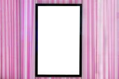 Πλαστή επάνω κάθετη πινακίδα στη ρόδινη, κενή άσπρη οθόνη για τη διαφήμιση στοκ εικόνες με δικαίωμα ελεύθερης χρήσης