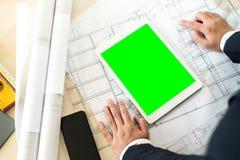Πλαστή επάνω πράσινη οθόνη στην άσπρη ταμπλέτα Στοκ εικόνα με δικαίωμα ελεύθερης χρήσης