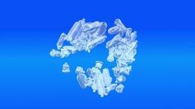 Πλαστικά μπουκάλια που περιστρέφουν γύρω στην ανακύκλωση του κύκλου στο μπλε σκηνικό φιλμ μικρού μήκους