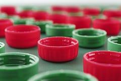 Πλαστικά μπουκαλιών καλύμματα μπουκαλιών καλυμμάτων πλαστικά Στοκ Εικόνες
