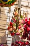 Πλαστικά πλαστά ζωηρόχρωμα λουλούδια λουλουδιών Στοκ Φωτογραφία