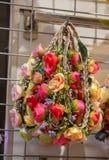 Πλαστικά πλαστά ζωηρόχρωμα λουλούδια λουλουδιών Στοκ Εικόνα