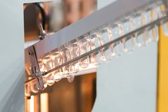 Πλαστική κατασκευή μπουκαλιών υψηλής τεχνολογίας βιομηχανική Στοκ φωτογραφία με δικαίωμα ελεύθερης χρήσης