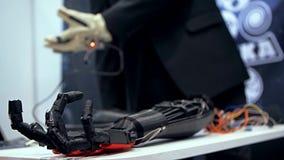 Βιονικός βραχίονας στη δράση απόθεμα βίντεο