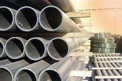 Πλαστικοί σωλήνες στο απόθεμα τελειωμένος - προϊόντα που συσσωρεύονται στα πακέτα στοκ φωτογραφία με δικαίωμα ελεύθερης χρήσης
