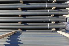 Πλαστικοί σωλήνες στο απόθεμα τελειωμένος - προϊόντα που συσσωρεύονται στα πακέτα στοκ φωτογραφίες με δικαίωμα ελεύθερης χρήσης