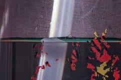 Πλαστικός σωλήνας στη σκηνή κινηματογραφήσεων σε πρώτο πλάνο τέχνης μπουκαλιών νερό του αντικειμένου Στοκ Φωτογραφία