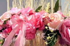 πλαστικό γιρλαντών λουλ&o Στοκ φωτογραφία με δικαίωμα ελεύθερης χρήσης