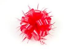 Πλαστικό κόκκινο τόξο κορδελλών στοκ εικόνα με δικαίωμα ελεύθερης χρήσης