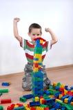 πλαστικό παιχνίδι αγοριών &om Στοκ εικόνα με δικαίωμα ελεύθερης χρήσης