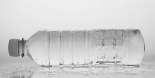 πλαστικό ύδωρ μπουκαλιών Στοκ Εικόνες