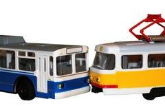 Πλαστικό trolleybus και το τραμ που απομονώνεται στο άσπρο υπόβαθρο στοκ εικόνες με δικαίωμα ελεύθερης χρήσης