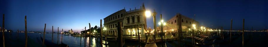 πλατεία SAN Βενετία πανοράματος νύχτας marco στοκ εικόνα