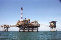 πλατφόρμα άντλησης πετρελ στοκ φωτογραφία με δικαίωμα ελεύθερης χρήσης