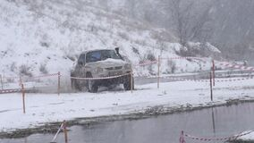 Πλαϊνό πρωτάθλημα αγώνα στο χιόνι και το νερό φιλμ μικρού μήκους