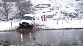 Πλαϊνό πρωτάθλημα αγώνα στο χιόνι και το νερό απόθεμα βίντεο