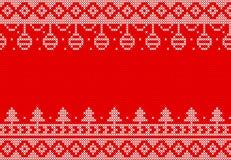 Πλεκτά Χριστούγεννα στο κόκκινο σχέδιο υποβάθρου στοκ εικόνα με δικαίωμα ελεύθερης χρήσης