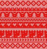 Πλεκτά Χριστούγεννα στο κόκκινο σχέδιο υποβάθρου στοκ εικόνες με δικαίωμα ελεύθερης χρήσης
