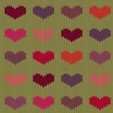 Πλεκτό μάλλινο άνευ ραφής σχέδιο με τις χρωματισμένες καρδιές στο υπόβαθρο μουστάρδας Στοκ Φωτογραφία