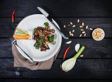 Πλευρά σχαρών με τα λαχανικά και τη σάλτσα Στοκ Εικόνες