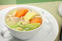 Πλευρά χοιρινού κρέατος και φυτική σούπα στοκ εικόνες