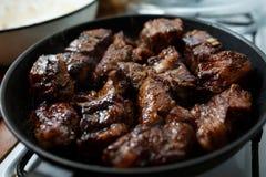 Πλευρά χοιρινού κρέατος που τηγανίζονται σε ένα τηγάνι Στοκ Εικόνες