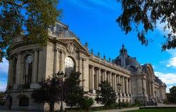 Πλευρική άποψη του κτηρίου μικρό palalce-μικρό Palais στο Παρίσι Στοκ Εικόνα