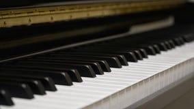 Πληκτρολόγιο πιάνων με τον πυροβολισμό κινηματογραφήσεων σε πρώτο πλάνο Στοκ φωτογραφία με δικαίωμα ελεύθερης χρήσης