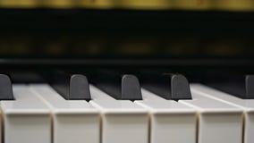 Πληκτρολόγιο πιάνων με τον πυροβολισμό κινηματογραφήσεων σε πρώτο πλάνο Στοκ εικόνες με δικαίωμα ελεύθερης χρήσης