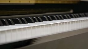 Πληκτρολόγιο πιάνων με τον πυροβολισμό κινηματογραφήσεων σε πρώτο πλάνο Στοκ φωτογραφίες με δικαίωμα ελεύθερης χρήσης