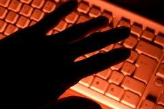 πληκτρολόγιο χεριών υπο&l Στοκ φωτογραφία με δικαίωμα ελεύθερης χρήσης