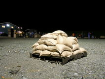 πλημμυρίζοντας sandbags δηλώνο&upsilo Στοκ Φωτογραφία