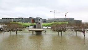 Πλημμύρα στο Παρίσι - εικονική παράσταση πόλης απόθεμα βίντεο
