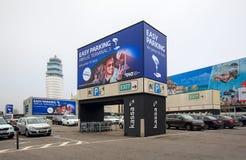 πληρωμένος χώρος στάθμευ&si Διεθνής αερολιμένας της Βιέννης, Αυστρία Στοκ φωτογραφία με δικαίωμα ελεύθερης χρήσης