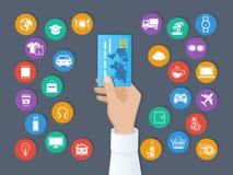 Πληρωμή από την πιστωτική κάρτα Σύστημα των cashless πληρωμών Το χέρι κρατά μια πιστωτική κάρτα και ένα σύνολο υπηρεσιών και εικο διανυσματική απεικόνιση