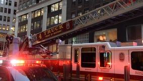 Πληρώματα πυροσβεστικής υπηρεσίας της Νέας Υόρκης απόθεμα βίντεο