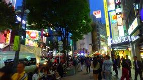 Πλησιάζοντας το Shibuya 109 πολυκατάστημα στο Τόκιο Ιαπωνία στο σούρουπο απόθεμα βίντεο