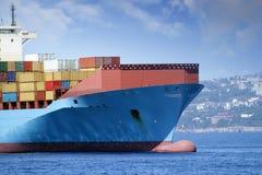 Πλοίο μεταφοράς τυποποιημένων εμπορευματοκιβωτίων Στοκ Φωτογραφία