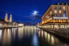 Πλούσια πόλη ZÃ ¼ σε μια νύχτα πανσελήνων στοκ εικόνες