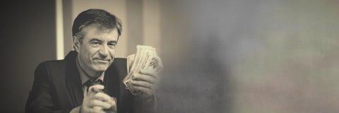 Πλούσιες σημειώσεις και πούρο χρημάτων εκμετάλλευσης ατόμων στοκ φωτογραφία με δικαίωμα ελεύθερης χρήσης