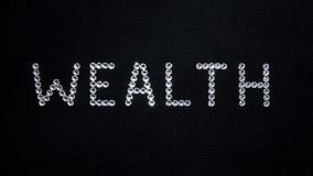 Πλούτος λέξης φιαγμένος από λαμπρά άσπρα κρύσταλλα swarovski που τοποθετο απεικόνιση αποθεμάτων