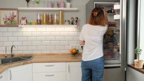 Πλυντήριο πιάτων με την ετικέττα δέκτης ταμπλετών με την ετικέττα φιλμ μικρού μήκους