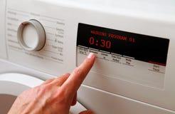 Πλυντήριο ρύθμισης χεριών ατόμων Στοκ εικόνα με δικαίωμα ελεύθερης χρήσης