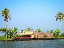 Πλωτό σπίτι στο πίσω νερό, Alleppey, Κεράλα, Ινδία Στοκ φωτογραφία με δικαίωμα ελεύθερης χρήσης