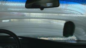 Πλύσιμο αυτοκινήτων μέσα στην άποψη φιλμ μικρού μήκους