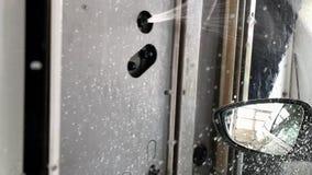 Πλύσιμο αυτοκινήτων στο αυτόματο πλύσιμο αυτοκινήτων απόθεμα βίντεο