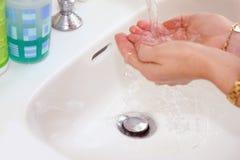 πλύσιμο χεριών Στοκ Φωτογραφίες