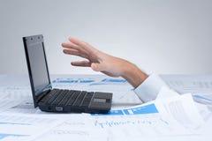 Πνίξιμο στη γραφική εργασία - γραφειοκρατία στοκ φωτογραφίες με δικαίωμα ελεύθερης χρήσης