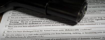 Πνευματικές υγείες και επαίσχυντη ερώτηση απαλλαγής στο backgro πυροβόλων όπλων Στοκ Φωτογραφία