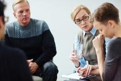 Πνευματικές υγείες που συμβουλεύουν στη ομάδα στήριξης στοκ φωτογραφία με δικαίωμα ελεύθερης χρήσης